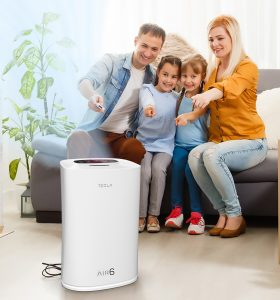 nasmejana porodica uključuje Tesla pročišćivač zraka
