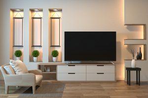 dekorativni osvetljeni zid sa policama i Tesla televizorom