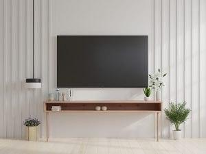 Na krem zidu Tesla televizor postavljen na fiksni nosač za TV