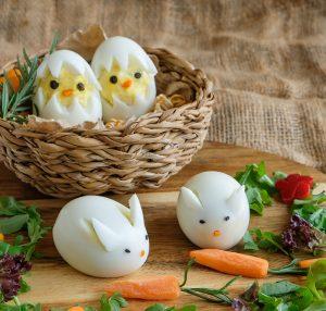 Punjena jaja dekorisana kao pilići i zečevi