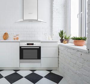 moderni, sivi, dekorativni aspirator koji se odlično uklapa u sve kuhinje