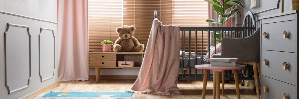 Savjeti za opremanje bebine sobe krevet za bebe komoda sofa i oprema