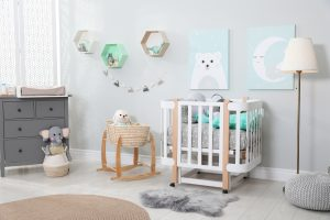 Saveti za opremanje bebine sobe krevet za bebe komoda sofa i oprema